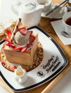 Dazzling Café's Honey Toast.
