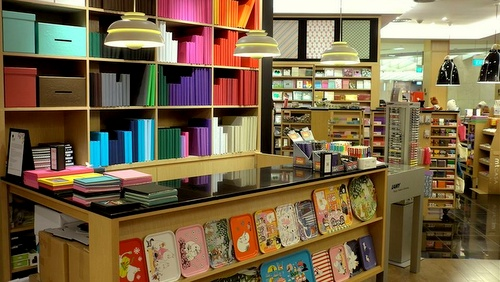 Prints stationery products.