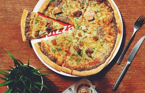 Spizza pizza restaurant meal.