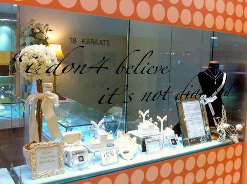 18 Karaats jewellery store in Singapore.