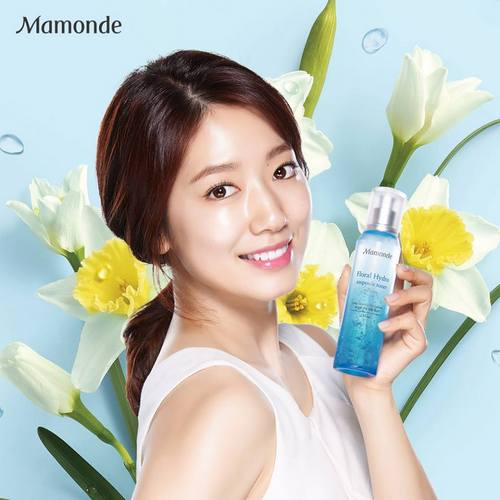 Mamomde ad for Floral Hydro Ampoule Toner, featuring Park Shin Hye.