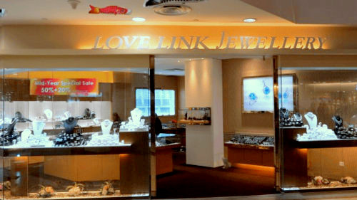 Love Link Jewellery store in Singapore.