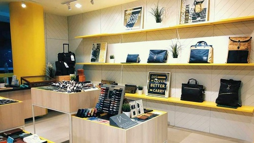 Cumulus bag & accessories shop Wheelock Place Singapore.