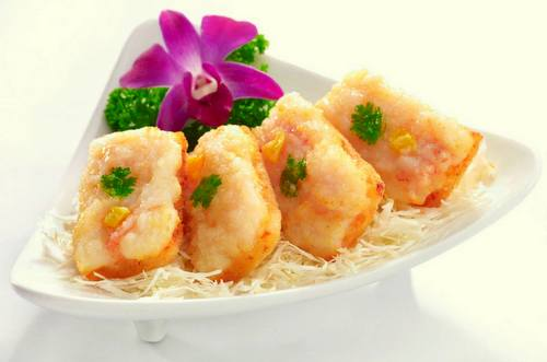 Boon Tong Kee's Deep Fried Prawn Toast meal, available in Singapore.