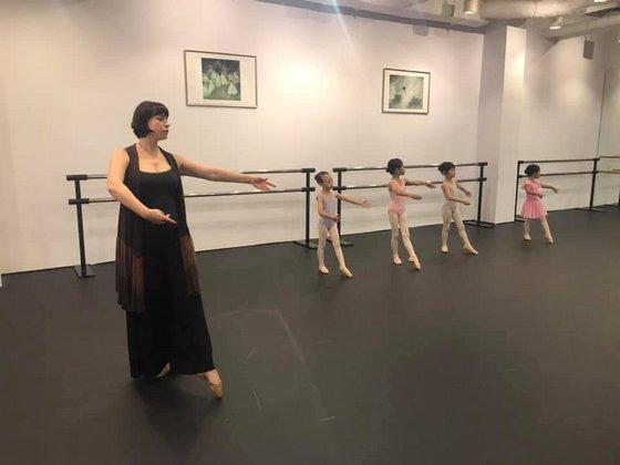 Children's ballet classes in Singapore - School of Russian Ballet.