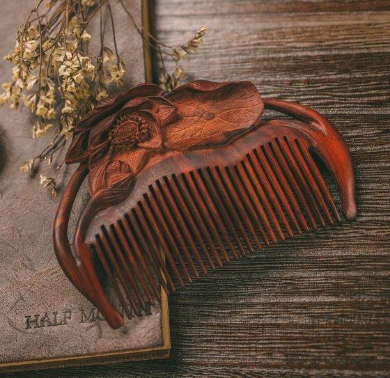 Handmade Hair Combs in Singapore - Tan Mujiang.