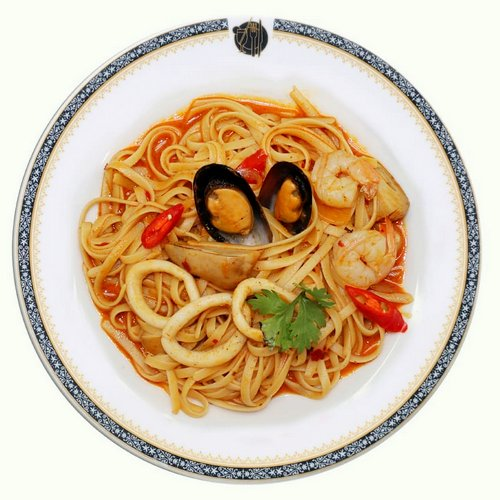 Took Lae Dee Linguine Pad Tom Yum Seafood meal, available in Singapore.