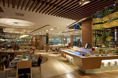 AquaMarina restaurant at Marina Mandarin Singapore hotel.