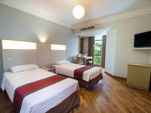 Deluxe Twin Room at YWCA Fort Canning Lodge hotel in Singapore.