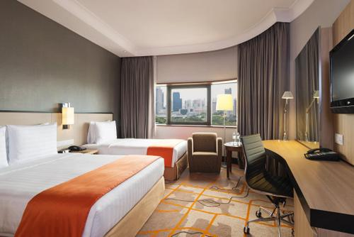 Guest room at Holiday Inn Singapore Atrium hotel.