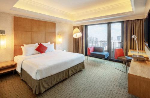 Guest room at Novotel Clarke Quay Singapore.