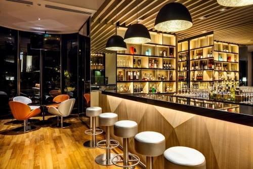 Lobby bar at Holiday Inn Singapore Atrium hotel.