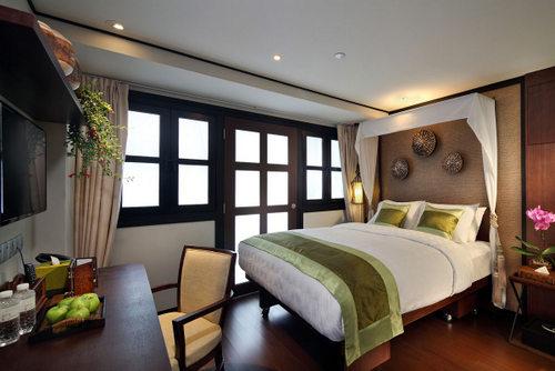 Plus Queen Room at Hotel Clover 33 Jalan Sultan Singapore.