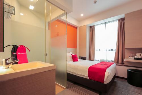 RedDoorz Premium Balestier hotel in Singapore.