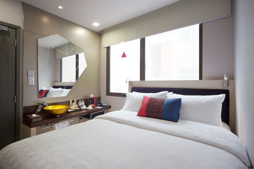 Deluxe Queen Room at Hotel Clover 7 Singapore.