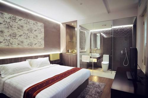 Guest room at Bliss Hotel Singapore.