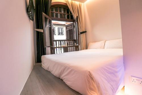 Guest room at Hotel 1887 The New Opera House Singapore.