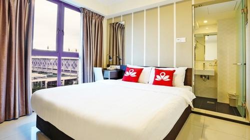 Guest rooms at Zen Rooms Bukit Merah hotel in Singapore.