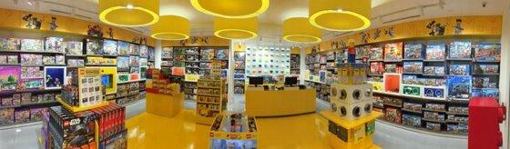 LEGO Stores in Singapore - Plaza Singapura.