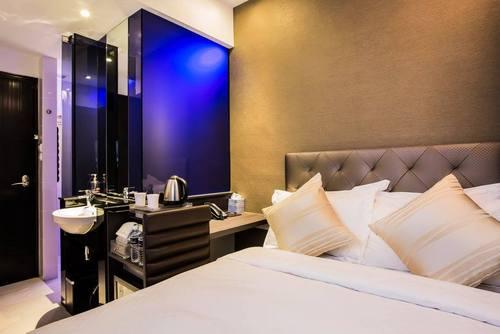 Superior Queen room at Arton Boutique Hotel in Singapore.