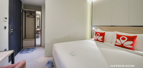 Superior room at ZEN Rooms at Boat Quay Singapore.