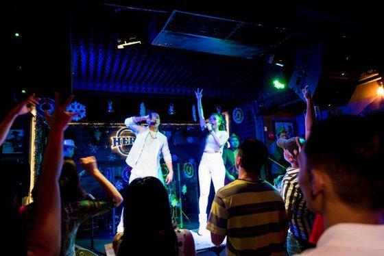 Live Music Bar in Singapore - Hero's.