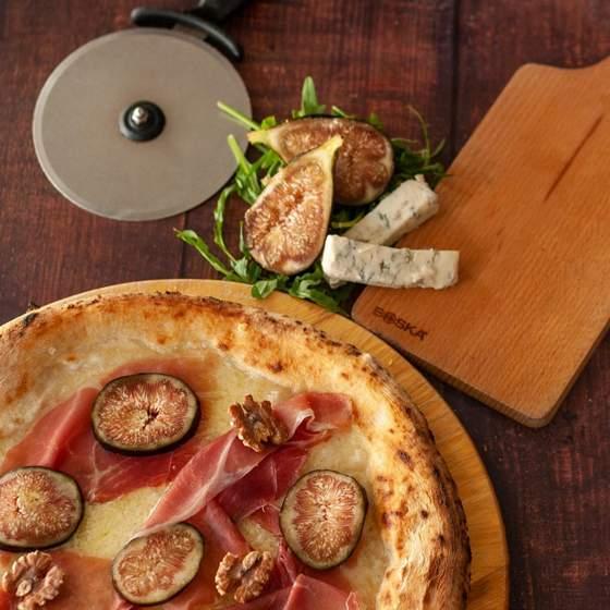 Gorgonzola Fichi e Prosciutto di Parma Gourmet Pizza.