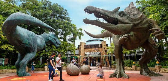 Discovery Food Court Singapore - Universal Studios Singapore.