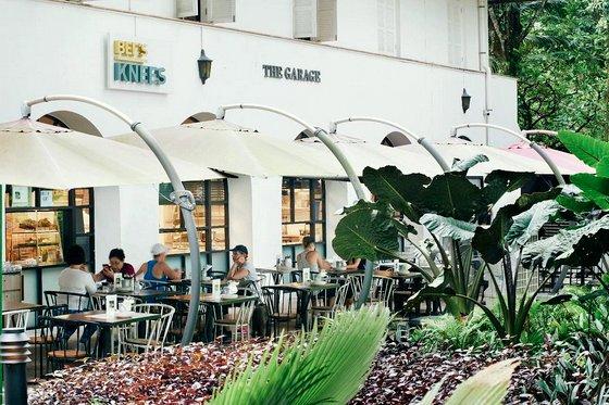 Bee's Knees at The Garage - Singapore Botanic Gardens Cafe.